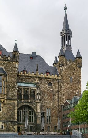 altstadt: The Gothic Aachen Rathaus, or Aachen City Hall, lies next to the Aachen Cathedral and is one of the most striking structures in the Altstadt of Aachen, Germany. Stock Photo