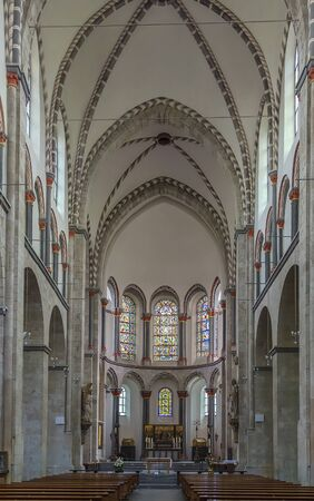 consecrated: St. Kunibert is the youngest of the Twelve Romanesque churches of Cologne and was consecrated 1247. Interior