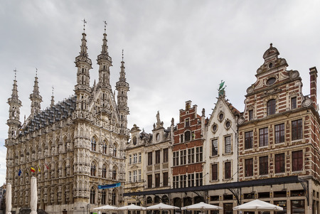 Grote Markt (Grote Markt) met stadhuis, Leuven, België Stockfoto