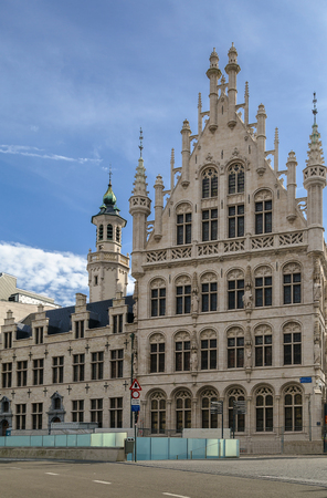 round table: Tafelrond (round table) is a gothic building on the Grote Markt in Leuven, which was built between 1480 and 1487 and demolished in 1818