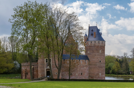 flemish: Beersel Castle is located in the Belgian town of Beersel, Flemish Brabant, south of Brussels. It has 3 massive watchtowers, and is surrounded by a wide moat