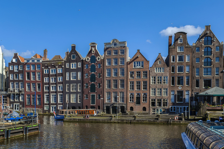 dancing house: The so-called dancing house on the canal Damrak in Amsterdam