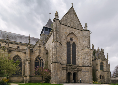 st malo: The beautiful St. Malo church is one of the finest examples of ecclesiastical architecture in the town of Dinan in Brittany. Stock Photo