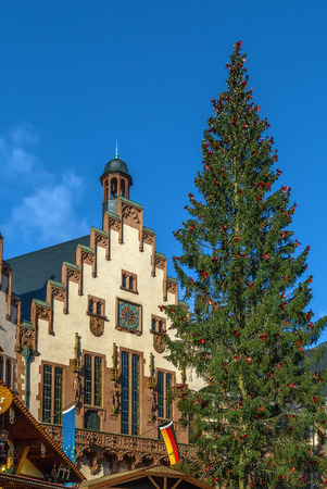 roemerberg: Christmas tree in front of the town hall on Romerberg square, Frankfurt, Germany