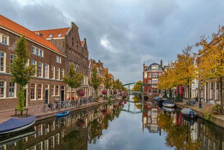 View of New Rhine river in Leiden downtown, Netherlands Lizenzfreie Bilder