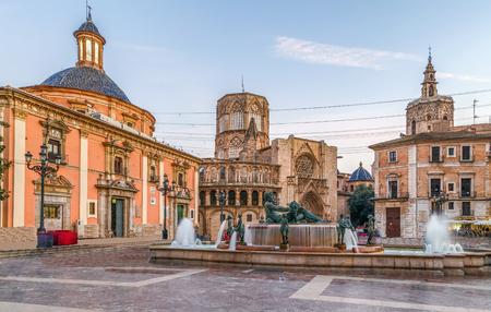 발렌시아, 스페인에서 성당 및 Turia 분수 Virgen 광장