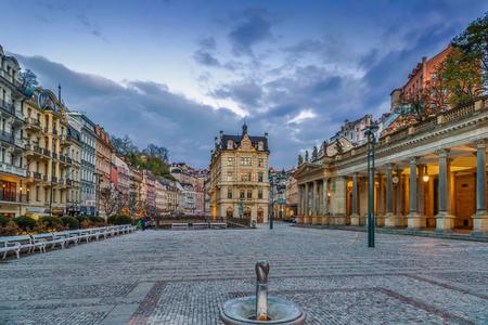Vierkant in Karlovy Vary-stadscentrum, Tsjechische republiek Stockfoto