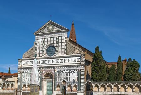 principal: Santa Maria Novella is a church in Florence, Italy. Chronologically, it is the first great basilica in Florence, and is the citys principal Dominican church. Facade Foto de archivo