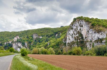 View of rocks and church in Saint-Cirq-Lapopie, France Publikacyjne