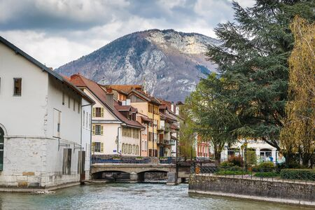 Historic houses along the Thiou river in Annecy old town, France Archivio Fotografico
