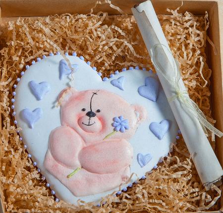 ginger cookies: pastel de San Valentín en forma de corazón para la celebración del día de San Valentín Foto de archivo