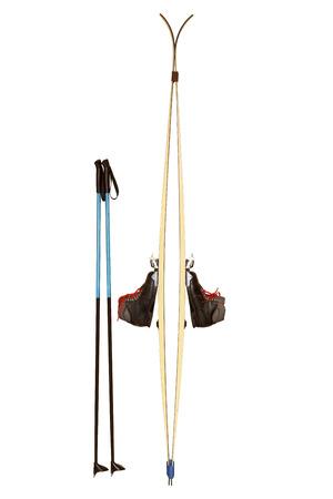 Ski mit Stöcken und Schuhen isoliert auf weißem Hintergrund Standard-Bild