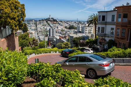 Lombard Street in San Francisco 에디토리얼