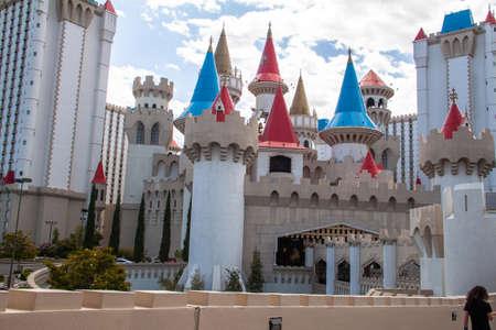 Auf dem Las Vegas Strip wird am Tag und in der Nacht einiges geboten. Editorial