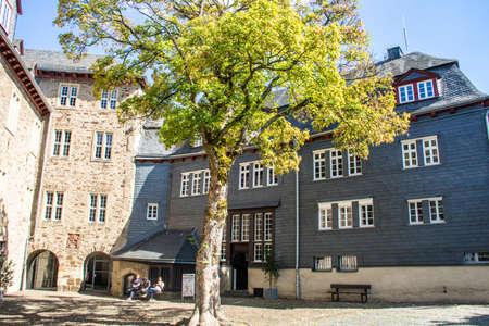 Unterwegs am Oberen Schloss in Siegen, Deutschland.