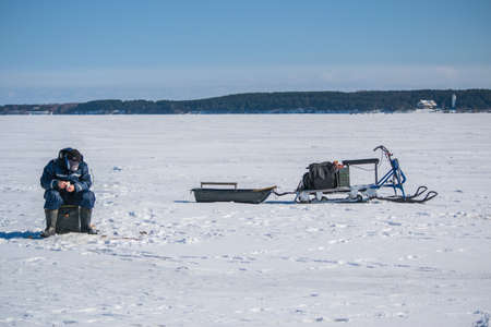 Winter sea fishing on the snow 免版税图像