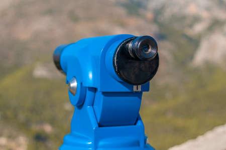 binocular público panorámico azul para observar la vista panorámica