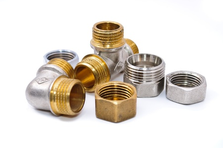guarniciones: Accesorios de tuber�as de metal. Aisladas sobre fondo blanco