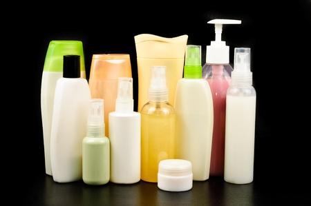 productos de belleza: Una botella de champú Fotos aisladas sobre fondo blanco