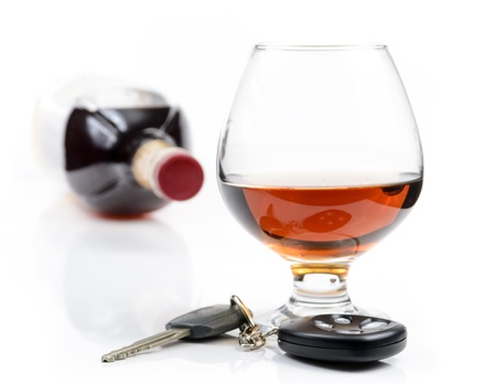 glass of alcohol and car keys. Photo isolated on white background Stock Photo - 17307875