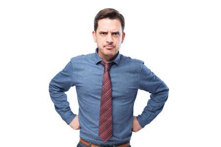 desolaci�n: El hombre que llevaba una camisa azul y corbata roja. �l mira molesto