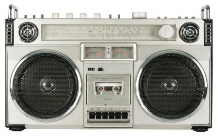 白で隔離されるビンテージ ・ ラジオ カセット レコーダー