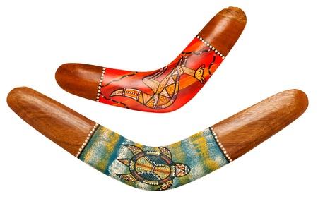 arte africano: Dos bumeranes australianos de madera en blanco