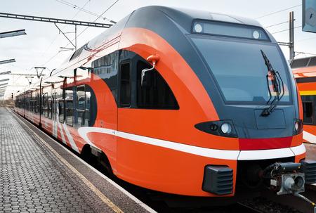 エストニアの現代ヨーロッパの列車 写真素材
