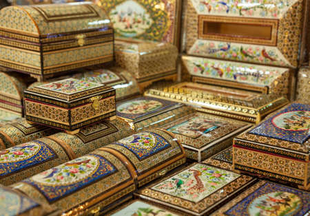 marqueteria: Wooden boxes with marquetry design in the form of Persian Khatam Inlay decorated with miniature paintings in Isfahan, Iran. Foto de archivo