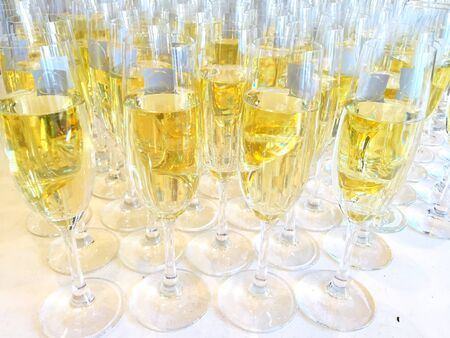 tabel: Champagne glasses on a tabel in close up