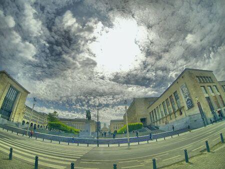 industrieel: Dramatische Hemel over het financiële zakencentrum van de stad Stockfoto