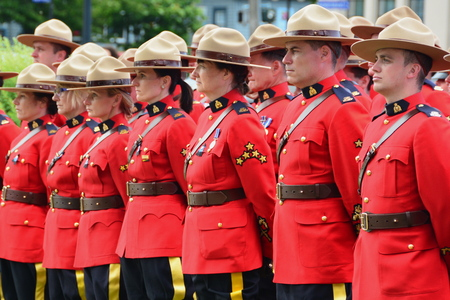 RCMP officers stand at attention for their fallen comrades.Memorial event for fallen RCMP officers in Victoria BC. Éditoriale