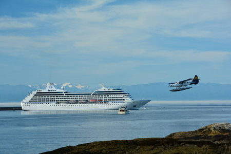 pleasure ship: Cruise ship coming into port in Victoria along with a float plane landing in Victorias inner harbor. Editorial