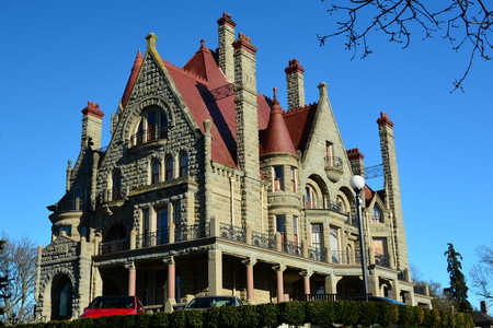 chose: The castle in Victoria.Craigdarroch castle is a good example of Victorian architecture.Come to Victoria and chose your fun.
