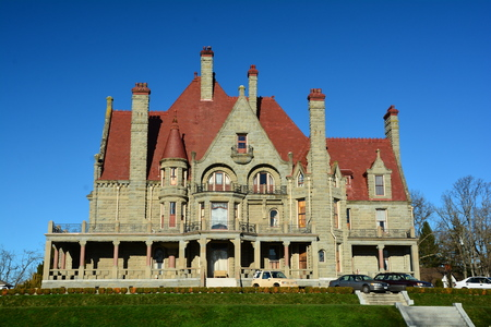victorian architecture: The castle in Victoria. Craigdarroch castle is a good example of Victorian architecture,come to Victoria and stay awhile.