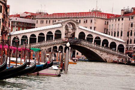 rialto bridge: Rialto Bridge and the grand canal in Venice Italy