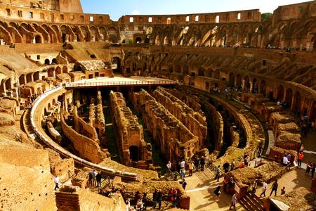 rome italie: Colis�e romain int�rieur, Rome Italie.