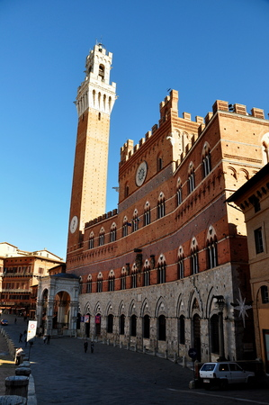 il: Siena Italy and its famous square Il Campo
