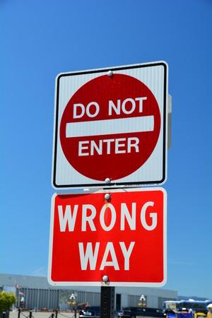 obedecer: No incorpore la manera incorrecta sign.Traffic signo Foto de archivo
