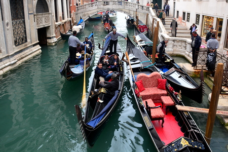 poling: Canal travel in Venice Italy