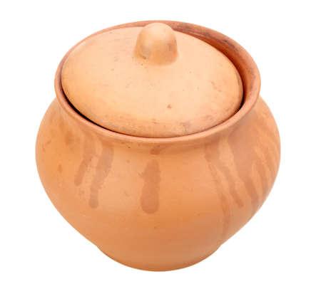 Un una olla cerrada grunge de cerámica. Aisladas sobre fondo blanco. Close-up. Estudio de fotografía. Foto de archivo - 10683291