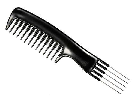 peigne: Simple peigne noir professionnel. Close-up. Isol� sur fond blanc. Photographie de studio.