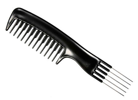 peineta: Solo peine profesional negro. Close-up. Aisladas sobre fondo blanco. Estudio de fotografía. Foto de archivo