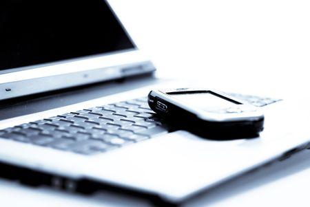 PDA (communicator) portant sur l'ordinateur portable. Cold photofilter.