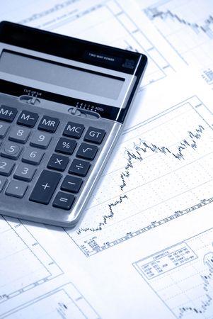 bullish: Calcolatrice, recante stampata su stockcharts con tendenza rialzista. Photofilter fredda. Archivio Fotografico