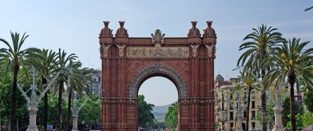 triumphal: Triumphal arch made of brick. Barcelona, Spain.