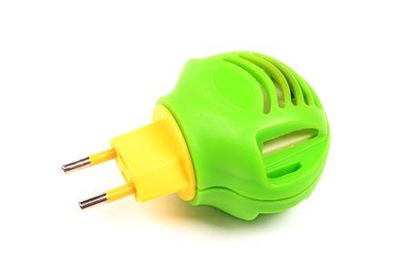 fumigador: Verde con amarillo fumigator moderno contra los insectos aislados en blanco.
