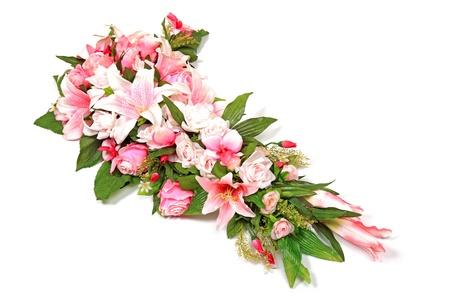 Mariage de composition de fleurs isol�e sur fond blanc.