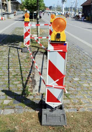 flashers: Se�alizaci�n vial con destellos informar sobre alg�n peligro durante la reparaci�n del pavimento, Suiza.