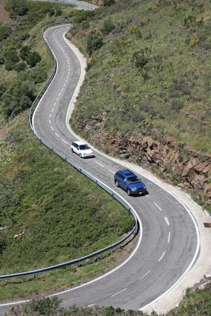 campi�a: Serpentina de carretera en los Pirineos, fronterizo de Francia y Espa�a, Europa mediterr�nea.